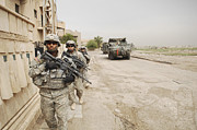 Baghdad Framed Prints - U.s. Army Soldiers Moving To Their Next Framed Print by Stocktrek Images