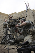 Transmitting Photos - U.s. Soldiers Set Up A Tactical by Stocktrek Images