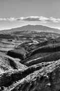 Monochrome Art - Valley view by Les Cunliffe