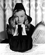 Hands To Face Posters - Veronica Lake, Paramount Pictures, 1941 Poster by Everett