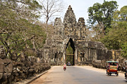 Angkor Thom Prints - Victory Gate, One Of Five Monumental 20m Gates In The Fortified City Of Angkor Thom, Crowned By Four Carved Faces Of Bodhisattva Avalokiteshvara Print by Rachel Lewis