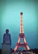 Vintage Eiffel Tower Metal Prints - Viewing the Eiffel Tower Metal Print by Paul Topp