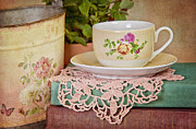 Cup Of Tea Photos - Vintage Teacup by Cheryl Davis