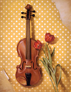 Live Music Pastels Prints - Violin and Tulips  Print by Cuong Nguyen