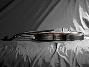 Violin Digital Art Metal Prints - Violin in Repose  Metal Print by Steven  Digman