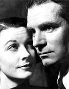Laurence Photo Posters - Vivien Leigh And Husband Laurence Poster by Everett