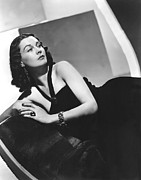 Bare Shoulder Framed Prints - Vivien Leigh Framed Print by Everett