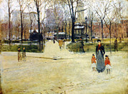Washington Square Framed Prints - Washington Square Park Framed Print by Stefan Kuhn