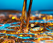 Drop Metal Prints - Water And Oil Metal Print by Setsiri Silapasuwanchai