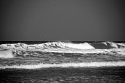 Beach Scene Photos - Waves 2 in BW by Susanne Van Hulst