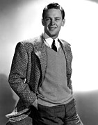 V-neck Sweater Prints - William Holden, 1939 Print by Everett