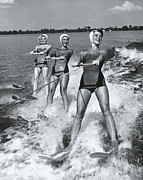 20-24 Years Prints - Women Waterskiers In Line (b&w) Print by Hulton Archive