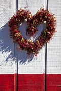 Wreath Heart On Wood Wall Print by Garry Gay