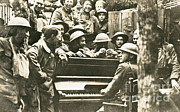 Yankee Division Art - Yankee Soldiers Around A Piano by Photo Researchers