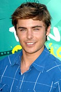 Gibson Amphitheatre At Universal Citywalk Posters - Zac Efron At Arrivals For Teen Choice Poster by Everett