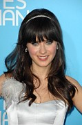 Zooey Deschanel Art - Zooey Deschanel At Arrivals For Los by Everett