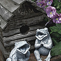 Birdhouse With Frogs by Bonnie Willis