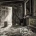 Inside Leo's Apple Barn - The Old Television In The Apple Barn by Gary Heller