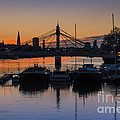 Sunrise On The Thames by Donald Davis