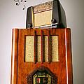 Vintage Radios by Carlos Caetano