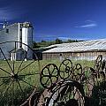 Wagon Wheel Barn by Doug Davidson