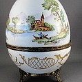 1546 Hinged Egg-Box with 3 Scenes by Wilma Manhardt