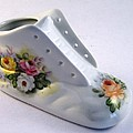1708 Baby Shoe with  Roses by Wilma Manhardt