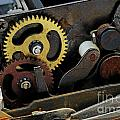Old Gears Mechanism by Sami Sarkis