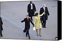 Michelle Obama Photo Canvas Prints - President And Michelle Obama Wave Canvas Print by Everett