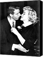 Embrace Canvas Prints - Joe Dimaggio, Marilyn Monroe Canvas Print by Everett