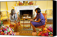 Michelle Obama Canvas Prints - Michelle Obama Talks With Elizabeth Canvas Print by Everett