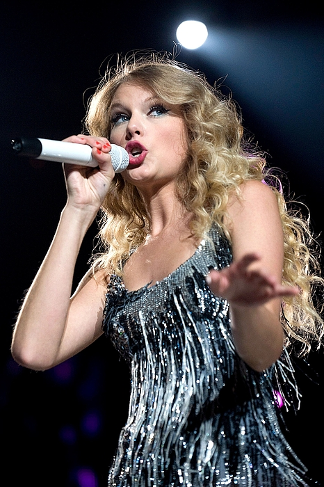 Taylor Swift On Stage For Taylor Swift Print by Everett