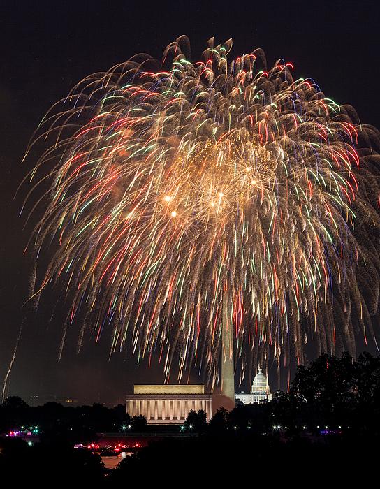 Fireworks Over Washington Dc On July 4th Print by Steve Heap