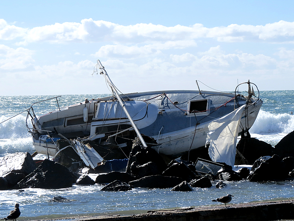 Boat Wreckage Pictures to Pin on Pinterest - PinsDaddy
