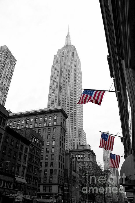 Empire State Building In The Mist Print by John Farnan