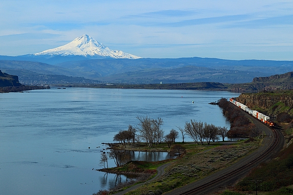 Lynn Hopwood - Mount Hood with train