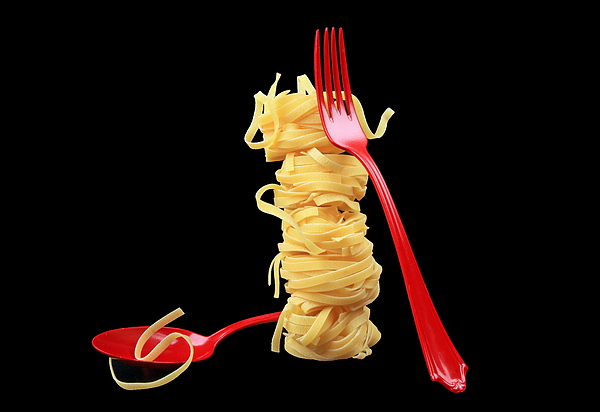 Noodles-pasta Print by Manfred Lutzius