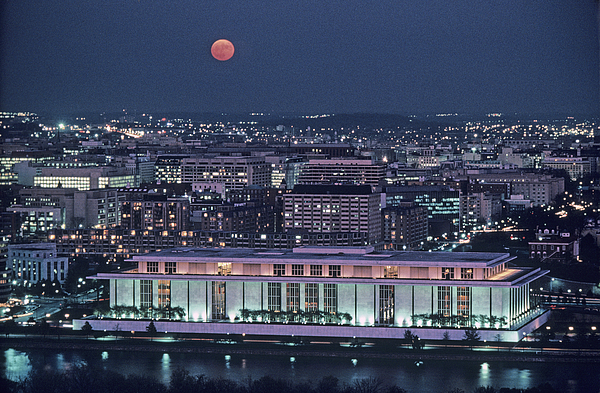 The Kennedy Center Lit Up At Night Print by Kenneth Garrett