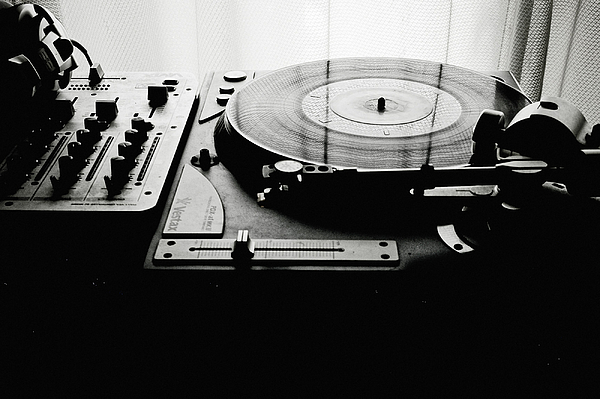 Turntable Print by So1