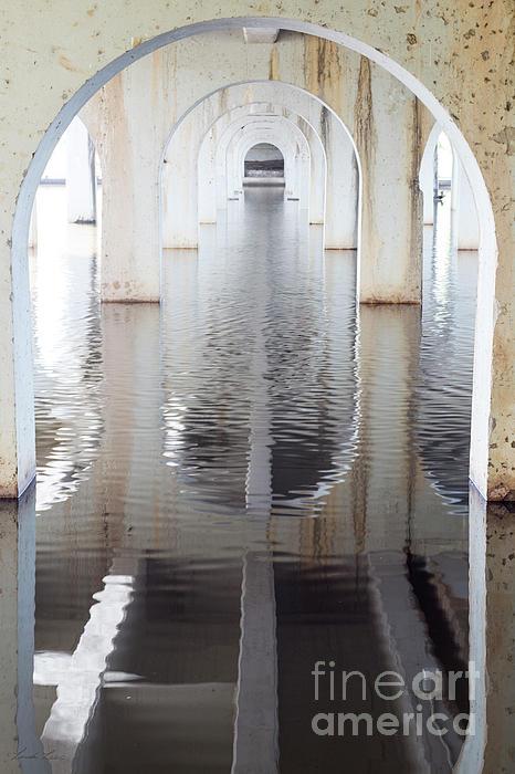 Linda Lees - Under the Bridge