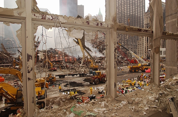 World Trade Center Recovery Operations Print by Everett
