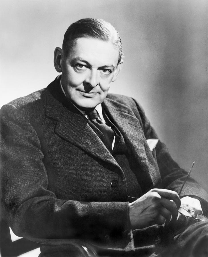 a biography of thomas stearns eliot born to a very distinguished new england Ts eliot thomas stearns eliot was born to a very remarkable new england family on september 26, 1888, in st louis, missouri his father, henry ware, was a very successful businessman and his mother, charlotte stearns eliot, was a poetess while visiting great britain in 1915.