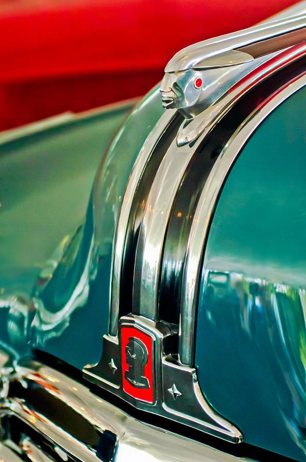 1948 Pontiac Hood Ornament Photograph - 1948 Pontiac Streamliner Woody Wagon Hood Ornament by Jill Reger