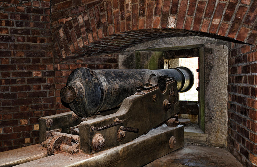 Old Fort Niagara Photograph - 24 Pounder Cannon by Peter Chilelli