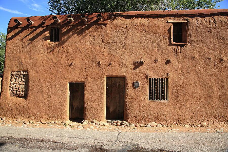 Santa Fe Adobe Building Photograph By Frank Romeo
