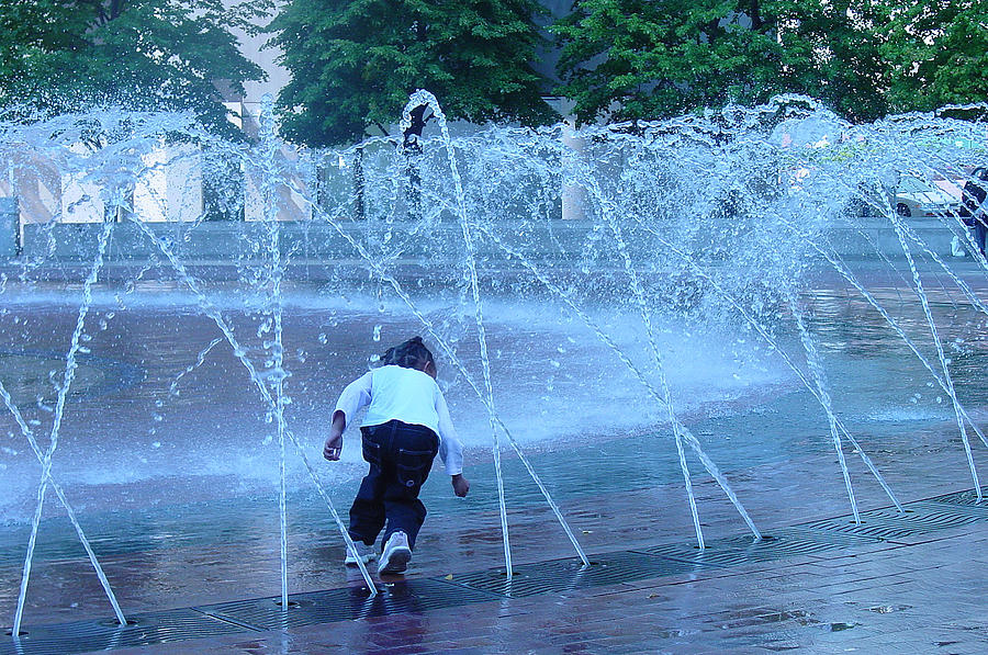 Public Fountain Photograph - At Play by Suzanne Gaff