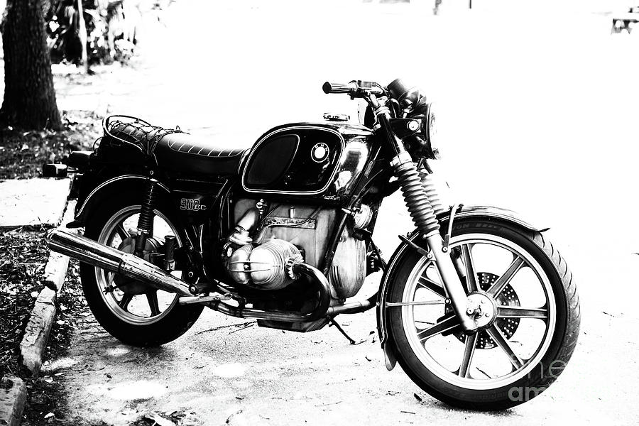 Bmw 900cc Photograph