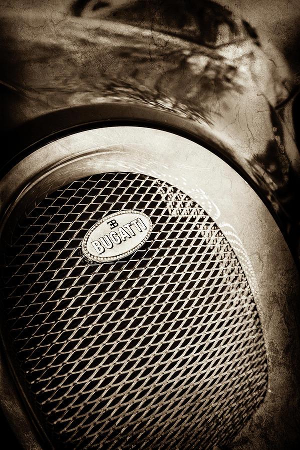 bugatti veyron legend grille emblem 0514s photograph by jill reger. Black Bedroom Furniture Sets. Home Design Ideas