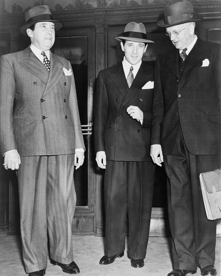 History Photograph - Bugsy Siegel Center With His Lawyers by Everett
