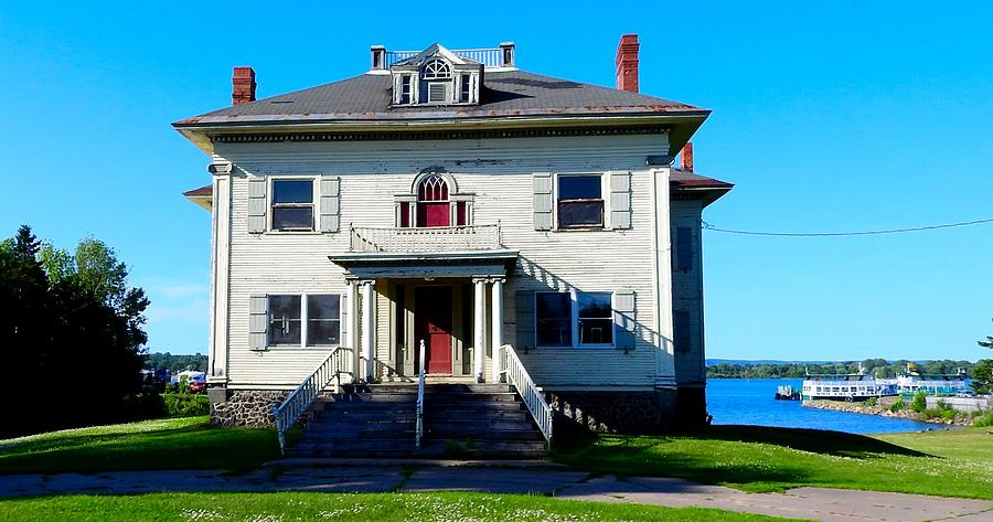 Captain 39 s house historical building abandoned sault sainte for Building a house in michigan